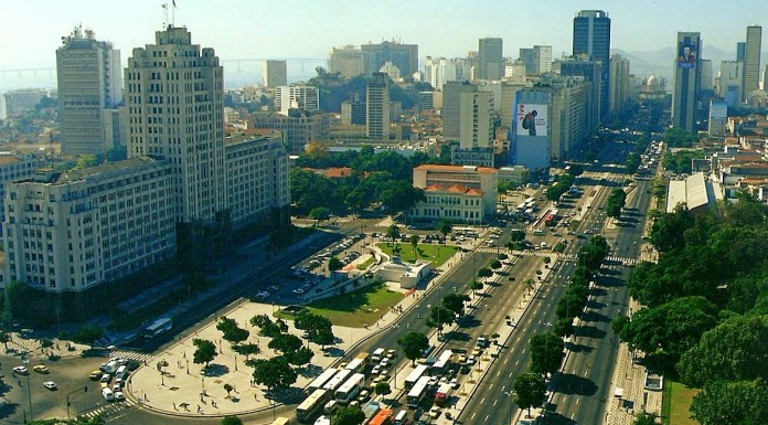 An aerial view of Avenue Presidente Vargas, a major artery in Centro, photo by Vladimir Ribeiro/Wikimedia Creative Commons License.