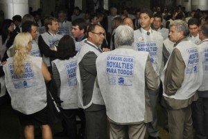 Protests calling for oil royalties to be divided more fairly through Brazil continued on Wednesday in the Chamber of Deputies, Rio de Janeiro, Brazil News