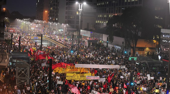 São Paulo's Avenida Paulista staged a peaceful protest, as over 1 million protesters took to the streets of Brazil's state capitals, photo by Marcelo Camargo/ABr.