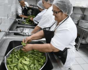 Ajudante de Cozinha, Auxiliar de Serviços Gerais - Salário + Benefícios - Auxiliar na limpeza do local, preparar alimentos - Rio de Janeiro