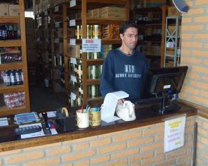 Auxiliar de Cozinha,Almoxarife - R$ 1.200,00 - Trabalhar em escala 6x1, ser dinâmico - Rio de Janeiro