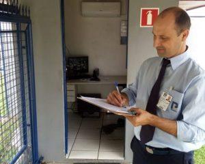 Porteiro,Designer Gráfico - R$ 1.373,02 - Ser atencioso, registrar o fluxo de pessoas - Rio de Janeiro