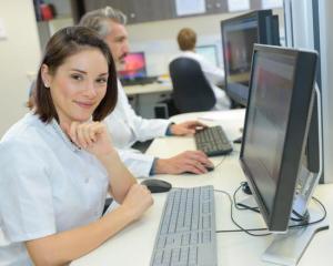 Auxiliar Administrativo, Maqueiro - R$ 1.298,00 - Ter agilidade, conhecimentos em informática - Rio de Janeiro