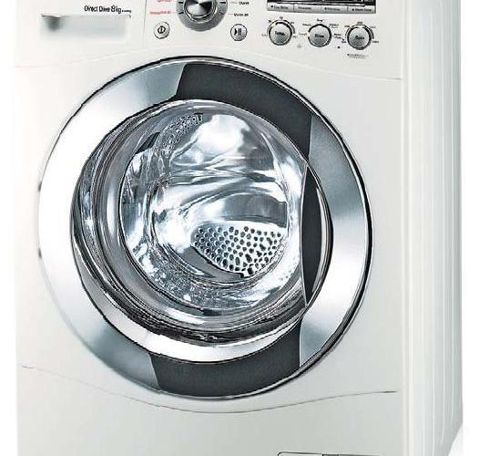 La lavatrice carica e scarica acqua di continuo