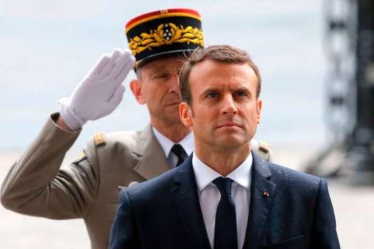 L'Armée française se meurt : Messieurs les Généraux, un peu de couilles, bon sang !