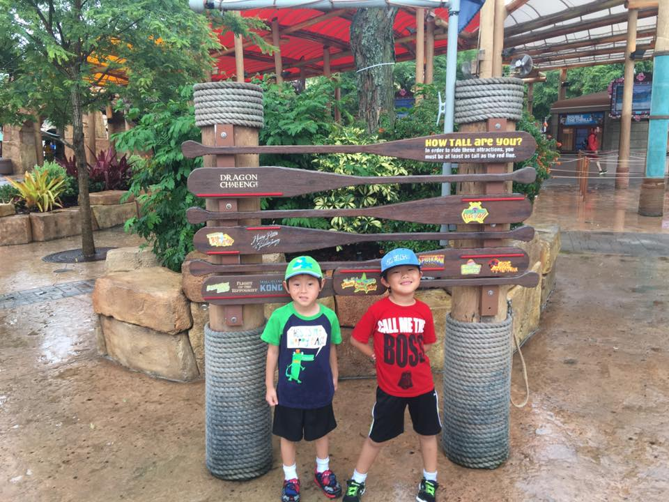 How to rock Universal Studios Florida with Younger Kids|Ripped Jeans and Bifocals