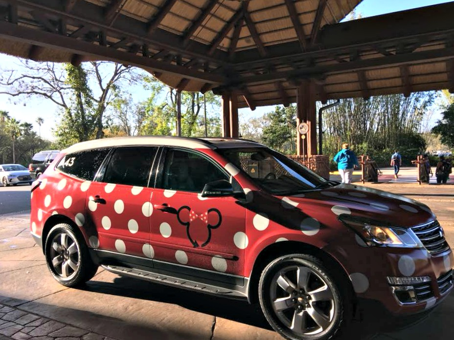 Everything you need to know about the Minnie Van service at Walt Disney World|Ripped Jeans and Bifocals