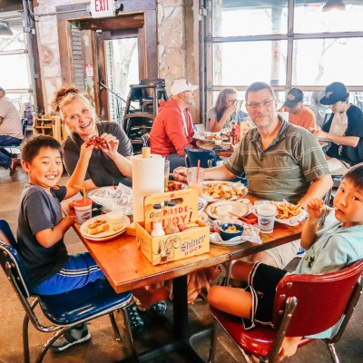 On Tuesdays we eat Crawfish: Our night out at Willie's Grill and Icehouse