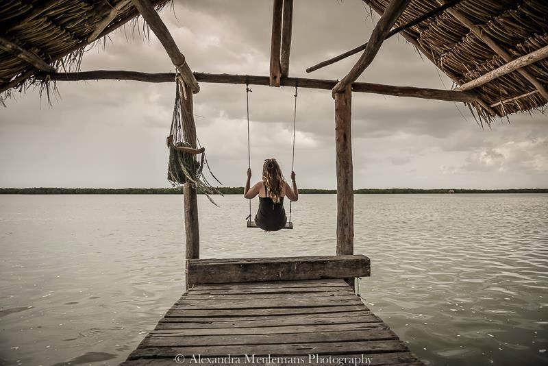 Au Mexique dans le Yucatan à Rio Lagartos sur une balançoire