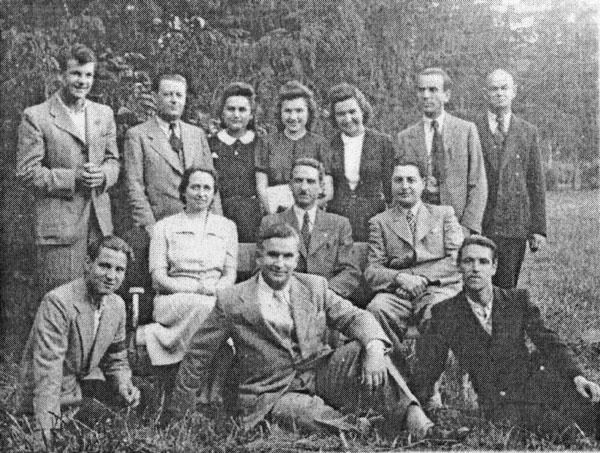 Prima generație de elevi ai secției cu predare în limba română din cadrul Școlii Normale la practică (Vlaicovăț 1939/40)