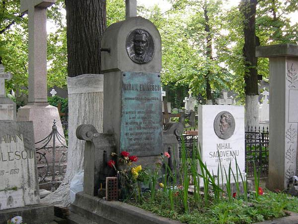 Eminescu_grave