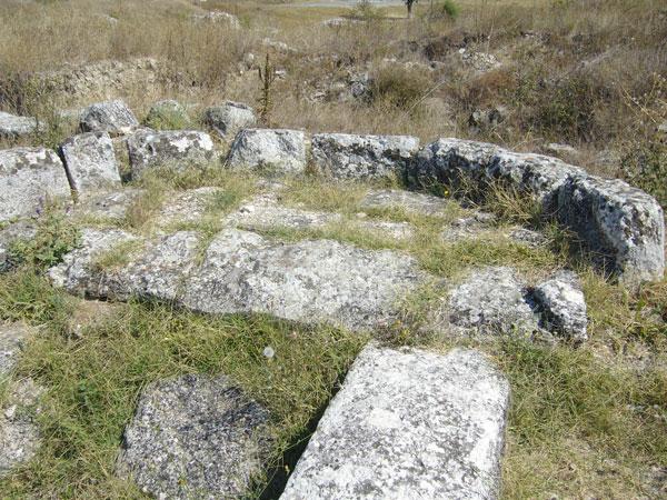 Latura estică a capelei de rugăciune din cetatea Tropaeum Traiani