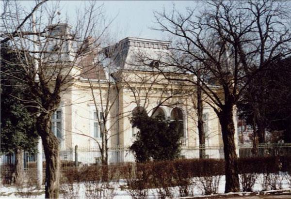 Clădirea care a aparținut familiei Imbroane la Timișoara (fotografie din 2003)