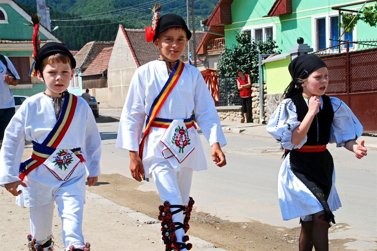 festivalul-portului-popular-gura-raului
