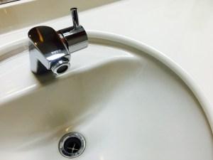 水 蛇口 手洗い 子供 朝