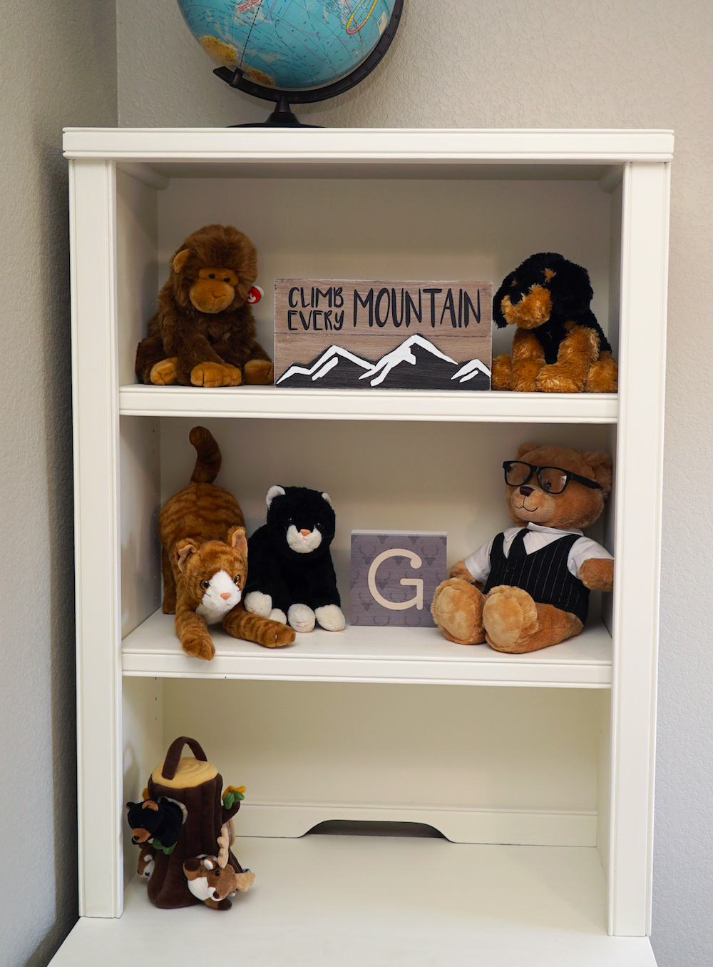 Adventure Nursery - Hutch with Stuffed Animals