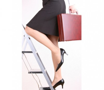woman-climbing-career-ladder-with-briefcase-401x349
