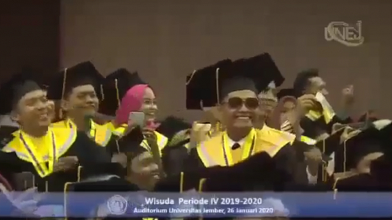 Rektor Hingga Mahasiswa Joget Bareng Wisuda Universitas Jember