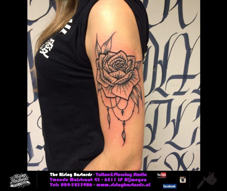 risingbastards_tattooshoparnhem_tattooshopgelderland_gelderland_therisingbastards_bastards_piercingshopnijmegen_tattoo_nijmegen_rosetattoo_sleevetattoo_blackandgrey