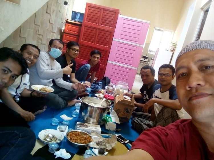 makan siang di cak lemper
