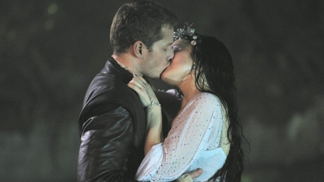 Five of the Best Charming and Snow Moments (OTP Favorite!). Spotlighting the favorite Once Upon a Time romance, one of our OTP favorites. © Rissi JC
