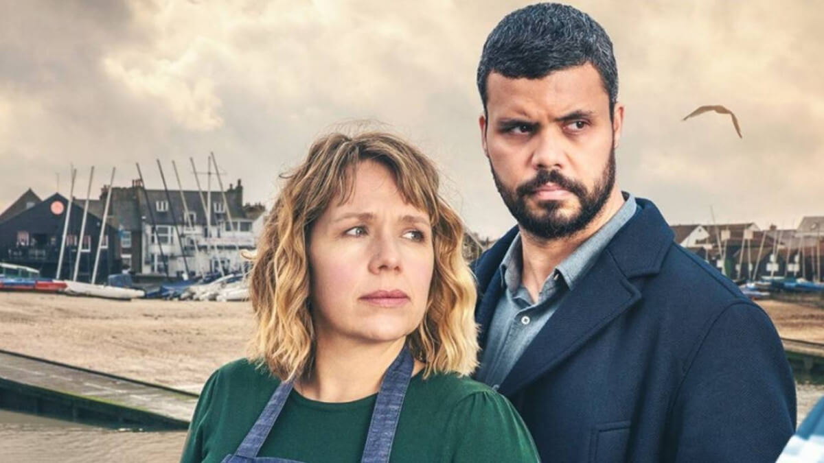 THE NEW MYSTERY 'WHITSTABLE PEARL' FINDS HOME ON ACORN TV! Review of the new on Acorn mystery adaptation. All text © Rissi JC / RissiWrites.com