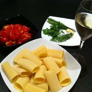 ,pomodorini pachino, aglio, prezzemolo, alloro, timo, maggiorana e prosecco.
