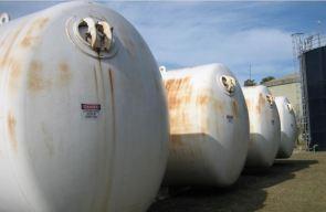 Serbatoi contenenti prodotti chimici e carburanti 09