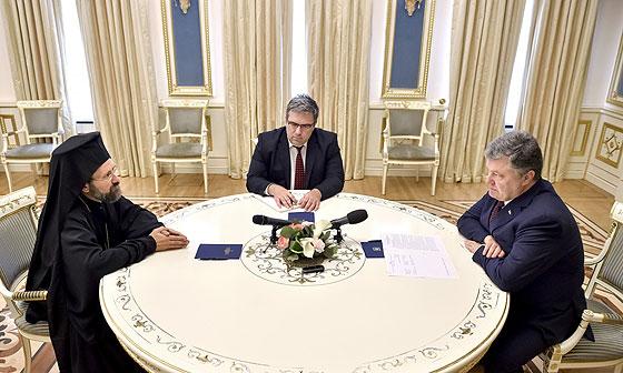 Під час зустрічі з Петром Порошенком. Світлина зі сайту Президента України