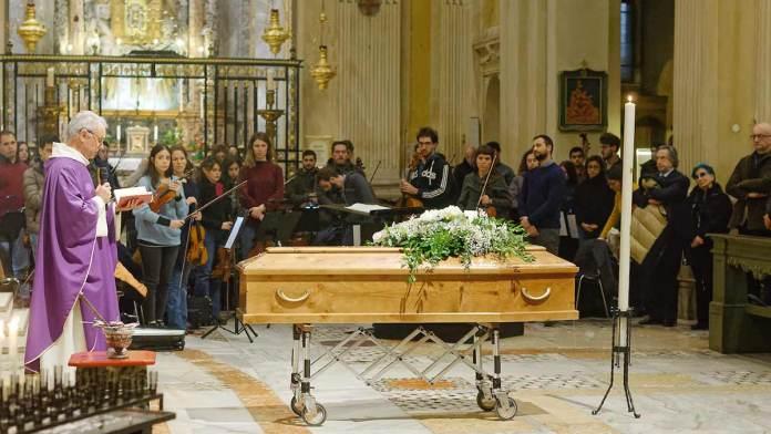 Don Arienzo Colombo celebra le Esequie di Mario Salvagiani