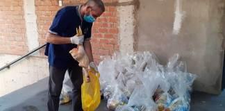 La distribuzione dei viveri nella parrocchia di Jesus Misericordioso