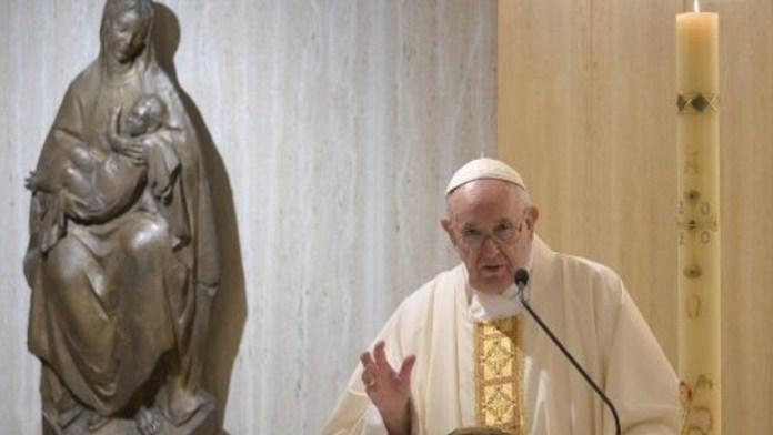 Papa Francesco durante la Messa a Santa Marta