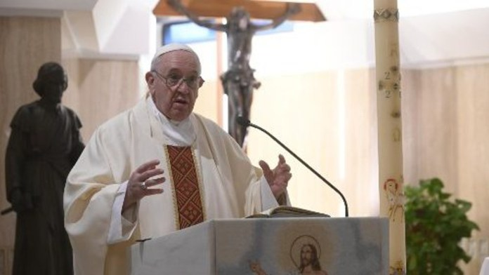 Papa Francesco nella quotidiana messa nella cappella di Santa Marta