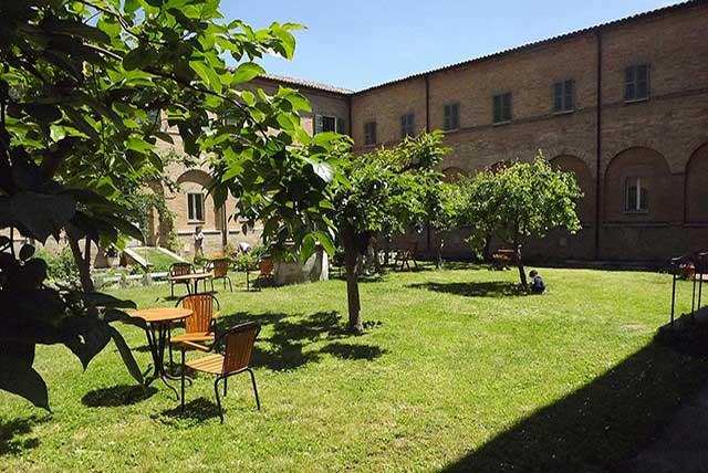 Il parco giardino del convento di via Oberdan, sede degli incontri