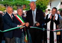 Luigi Nori, a fianco del sindaco Massimo Medri, durante l'inaugurazione della Casa del Volontariato