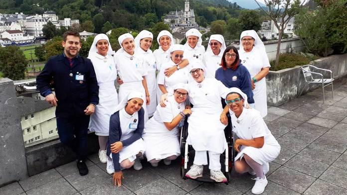 Un gruppo di volontari dell'Unitalsi a Lourdes