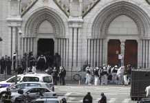L'esterno della cattedrale di Notre Dame poco dopo l'attentato