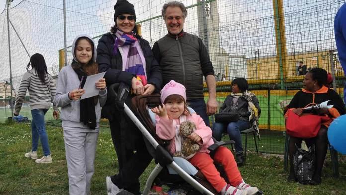 Una famiglia alla festa diocesana del 2016 a San Simone e Giuda