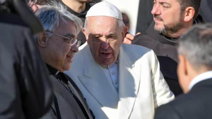 Il Papa durante un'udienza in piazza San Pietro