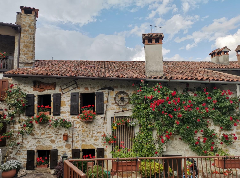 Una delle case tipiche di Frisanco