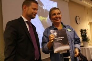 Foto: Knut Vadseth Helseminister Bent Høie og Rita Nilsen Boka kan kjøpes på Amazone