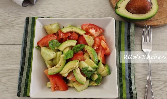 insalata di avocado, pomodori e cetrioli