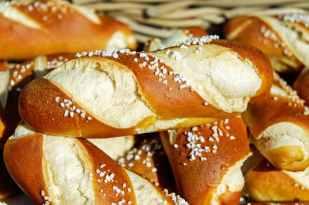pretzels-fritters-baked-goods-food-162996.jpeg