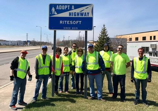 riteSOFT-team-volunteer-adopt-a-highway