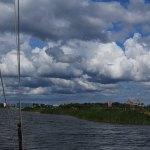 Kuressaare in Estland vom Wasser ausgesehen