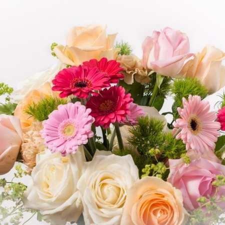 """Gėlių puokštė """"Dovana mamai"""" (iš arti)"""