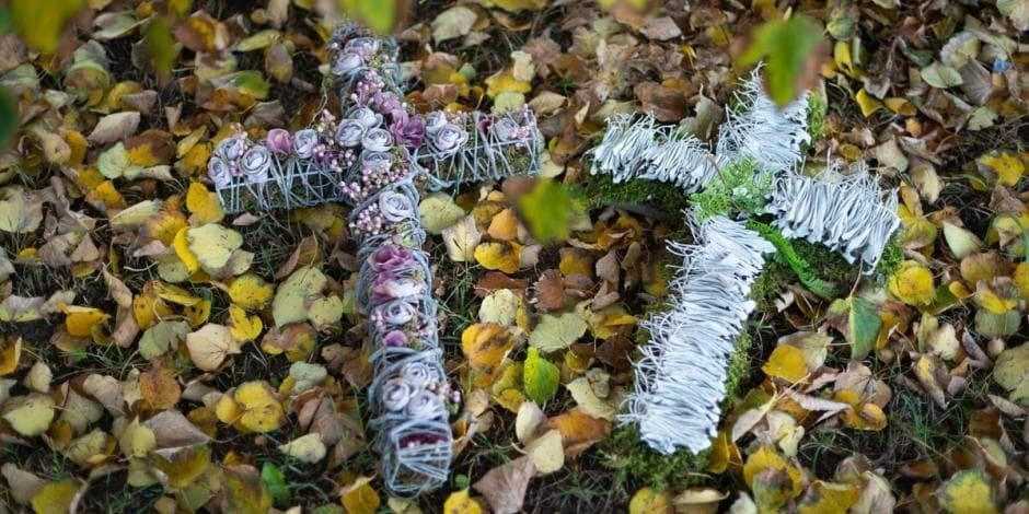 Kryželiai antkapiui. Autorė Rita Naujalienė
