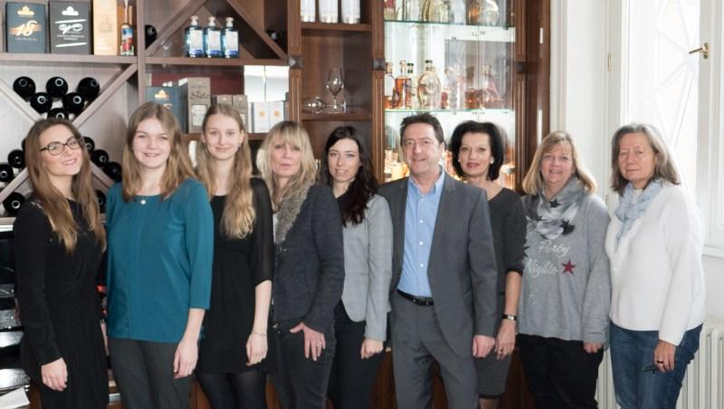 Team der Praxis Ritter und Gerstner, Januar 2018 (von links: Wolf, Middendorf, Dietel, Umlang-Klein, Hausmann, Ritter, Gerstner, Braun, Hartung, vier Mitarbeiter fehlen))