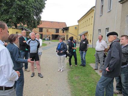 Der SPD Ortsverein Elstertal besucht zu seinem Sommerfest das Rittergut Kleingera