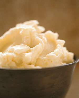 perfect-mashed-potatoes-a97540_0_vert